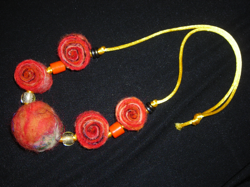aromatic-felt-bead-necklace