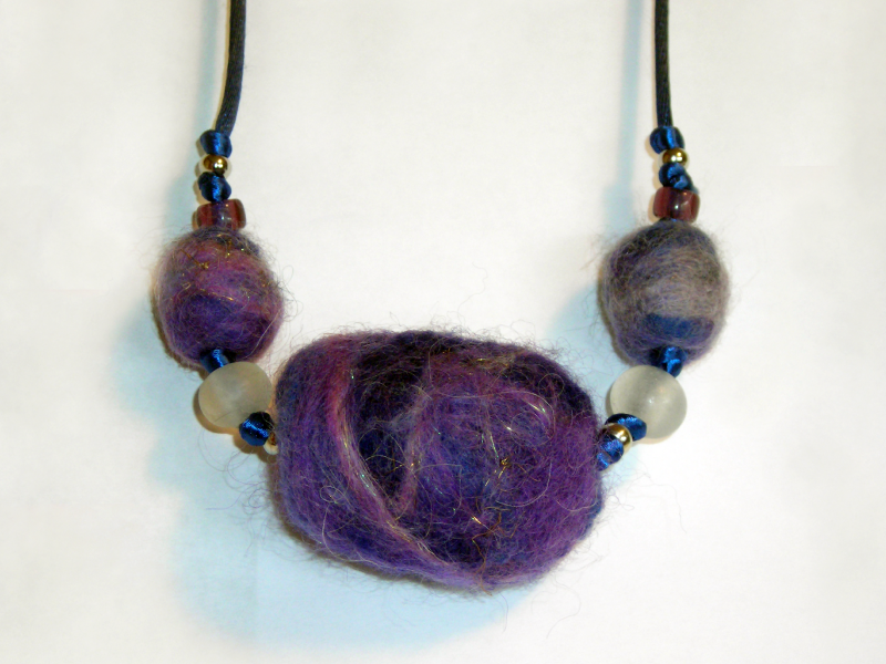 purple-aromatic-felt-necklace
